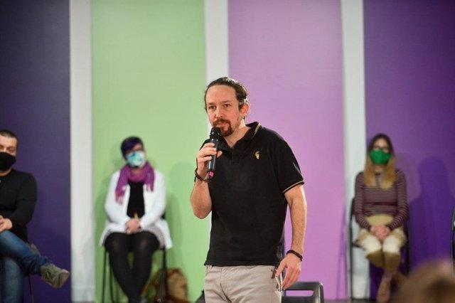 El candidato de Unidas Podemos a las elecciones madrileñas, Pablo Iglesias, interviene en un acto sobre políticas de vivienda.