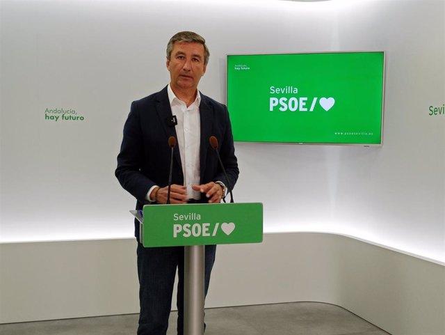 Antonio Valverde, alcalde de Salteras, en rueda de prensa