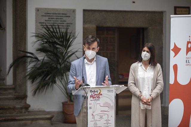 El diputado de Cultura, Fernando Grande, presenta el programa cultural de las Noches de Santa María que reúne seis actuaciones culturales en Plasencia a partir del 13 de abril