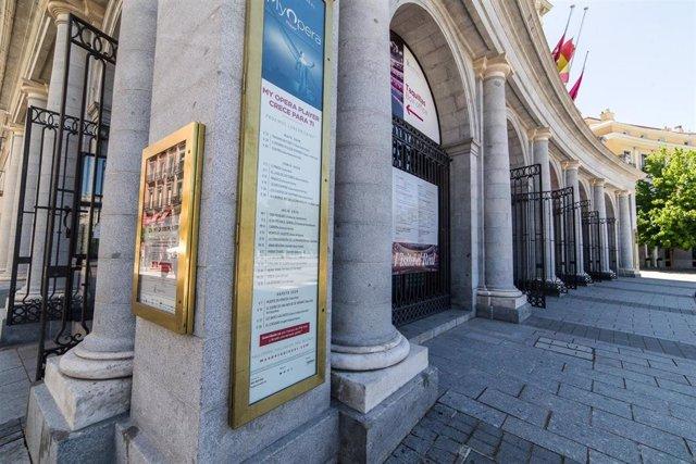 Archivo - Fachada del Teatro Real