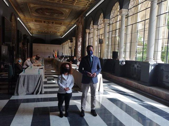 El Comité de Entidades Representantes de Personas con Discapacidad (Cermi) y el presidente de la Junta de Andalucía, Juanma Moreno (PP), se reúnen.