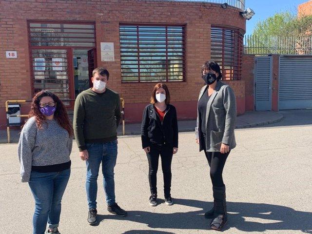 Kènia Domènech, Pau Morales, Sara Bailac i Diana Riba a la porta del Centre Penitenciari de Ponent, a Lleida.