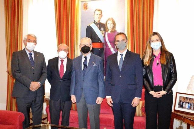 Acuerdo entre la Real Asociación de Hidalgos y la Cátedra Vargas Llosa para crear un Premio de Relato Histórico