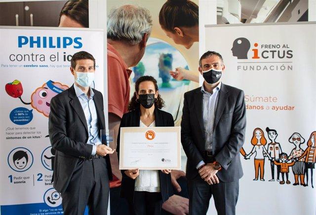 De izquierda a derecha. (Luis Cuevas, responsable de Imagen Guiada y Diagnóstico de Precisión de Philips Ibérica; Lourdes García-Salmones, responsable de Recursos Humanos de Philips Ibérica; y Julio Agredano, presidente de la Fundación Freno al Ictus).