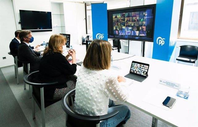 El vicesecretario de Territorial del  PP, Antonio González Terol, y la vicesecretaria de Sectorial, Elvira Rodríguez;  mantienen una reunión telemática con consejeros del PP para hablar sobre el reto demográfico. En  Madrid, 7 de abril de 2021.