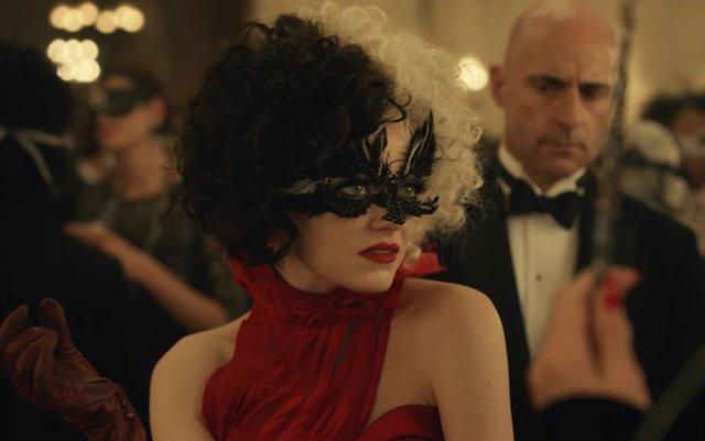 Nuevo tráiler de Cruella: Emma Stone le declara la guerra a Emma Thompson