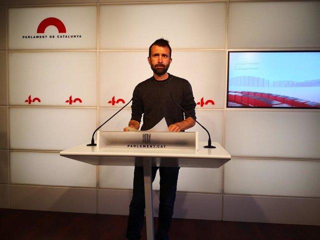 El secretari tercer de la Mesa del Parlament i diputat de la CUP, Pau Juvillà, en una conferència de premsa al Parlament.