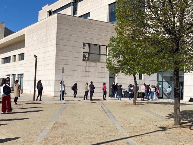 Colas en el campus de Cappont de la UdL para la realización de pruebas diagnósticas del Covid-19