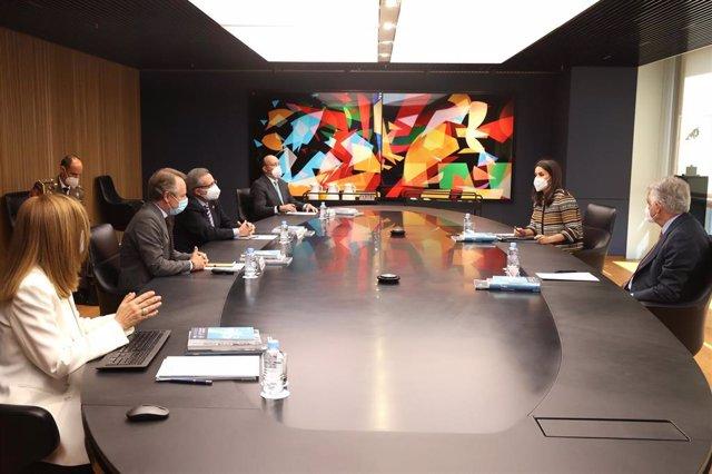 S.M. La Reina ha presidido este 7 de abril una reunión de trabajo con los responsables de la Fundación Mutua Madrileña para conocer sus ámbitos de actuación y los proyectos sociales que desarrolla.