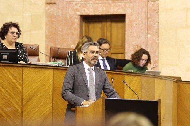 Archivo - Emiliano Pozuelo en el Parlamento andaluz, en una imagen de archivo.