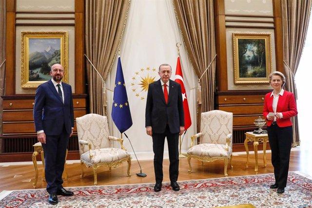 HANDOUT - 06 April 2021, Turkey, Ankara: Turkish President Recep Tayyip Erdogan (C) receives European Council President Charles Michel (L) and European Commission President Ursula Von der Leyen (R) ahead of their meeting at the Presidential Complex. Photo