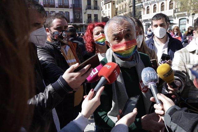 El secretario general de UGT, Pepe Álvarez, atiende a los periodistas en una imagen de archivo