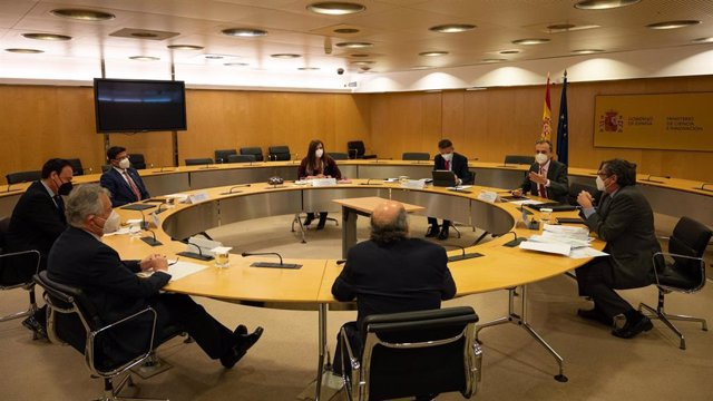 Reunión del ministro de Ciencia e Innovación, Pedro Duque, y la Crue
