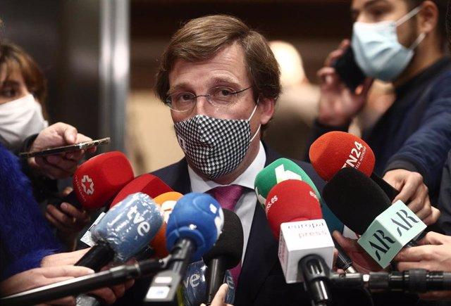 El alcalde de Madrid, José Luis Martínez-Almeida, responde a los medios de comunicación durante un Desayuno Informativo de Europa Press, a 5 de abril de 2021, en Madrid, (España). Su intervención se produce a menos de un mes de las elecciones regionales c