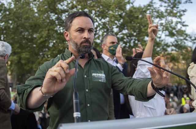 El presidente de Vox y director de campaña, Santiago Abascal, presenta la candidatura para las próximas elecciones del 4 M, en Vallecas.