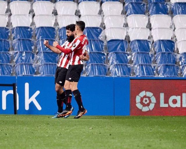 Asier Villalibre celebra con Dani García el 0-1 en el Real Sociedad-Athletic Club de LaLiga Santander 2020-2021