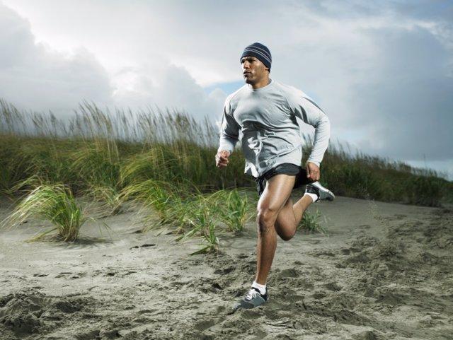 Archivo - Hombre corriendo