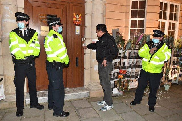07 April 2021, United Kingdom, London: Myanmar ambassador to UK Kyaw Zwar Minn (2nd R) tries unsuccessfully to enter the Embassy of Myanmar. Photo: Dominic Lipinski/PA Wire/dpa