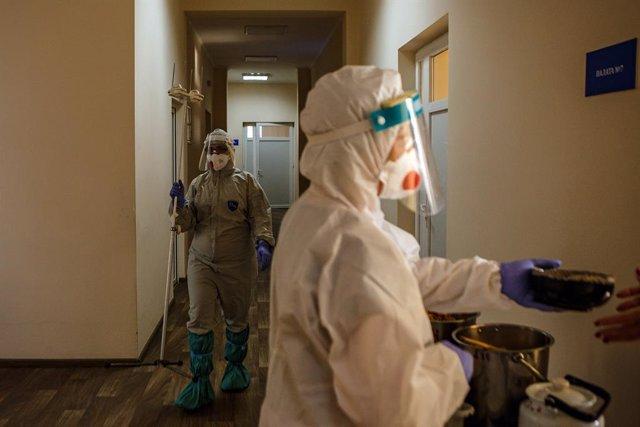 Archivo - Trabajadoras sanitarias en Ucrania durante la pandemia de coronavirus