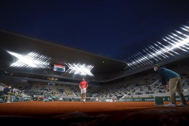 Archivo - NovakDJOKOVIC (SRB) during the Roland Garros 2020, Grand Slam tennis tournament, on October 9, 2020 at Roland Garros stadium in Paris, France - Photo Stephane Allaman / DPPI
