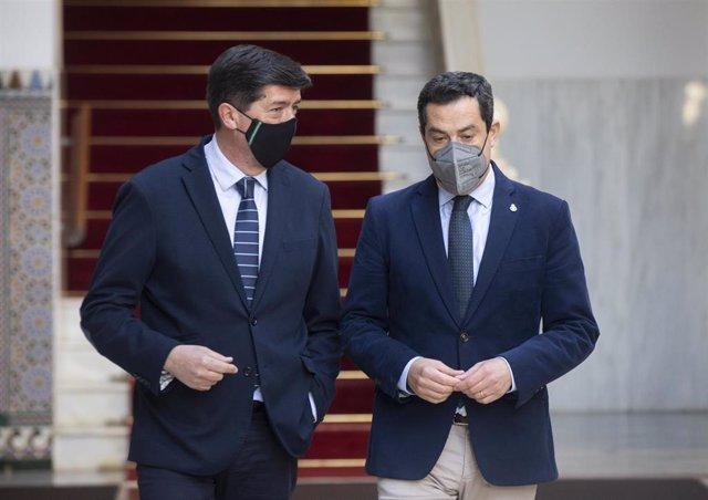 El presidente de la Junta de Andalucía, Juanma Moreno (d) y el vicepresidente de la Junta, Juan Marín (i)