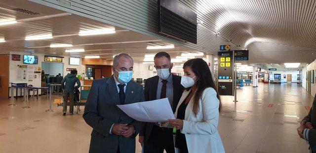 Archivo - Visita a las instalaciones del Aeropuerto de Vitoria.
