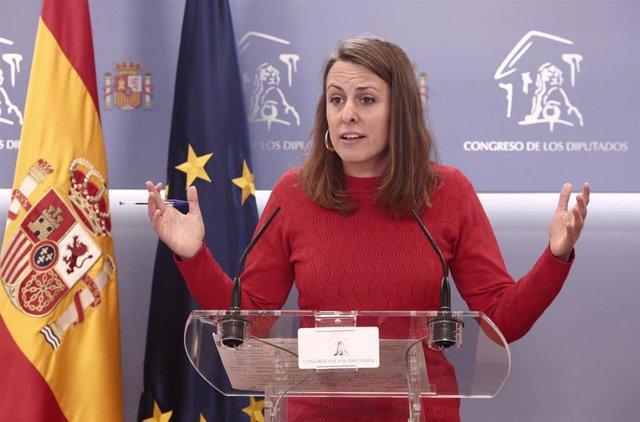 La diputada de la CUP en el Congreso, Mireia Vehí, interviene en una rueda de prensa anterior a una Junta de Portavoces convocada en el Congreso de los Diputados, en Madrid, (España), a 23 de marzo de 2021.