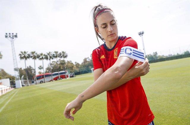 Alexia Putellas es incorpora al trío de capitanas de la selección española