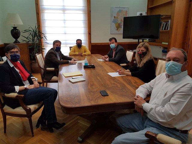 Reunión de Soro y representantes de la Dirección Genera de Urbanismo con la FAMPC.