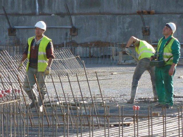Archivo - Albañiles,  obreros, construccion, obras