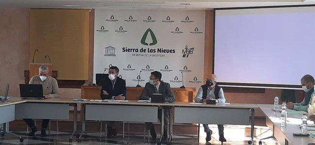 El delegado territorial de Agricultura, Ganadería y Pesca, Fernando Fernández Tapia-Ruano, durante una reunión