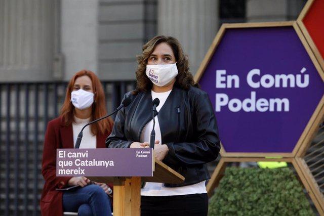 Archivo - La candidata de los Comuns a la presidencia de la Generalitat, Jéssica Albiach (i), y la alcaldesa de Barcelona, Ada Colau (d), durante el acto de inicio de campaña electoral de En Comú Podem para los comicios del 14-F, en la Facultad de Medicin