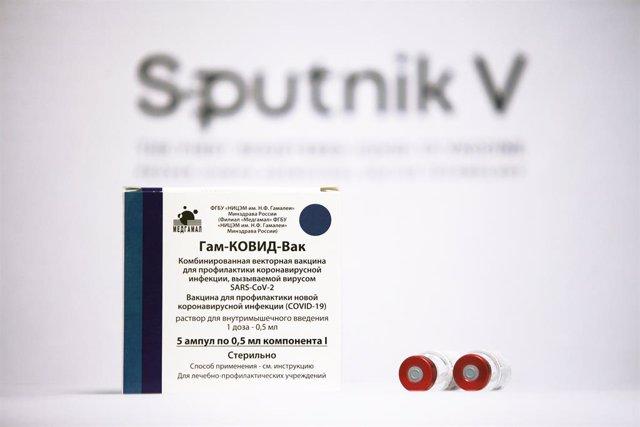 Caja con dosis de la vacuna Sputnik V