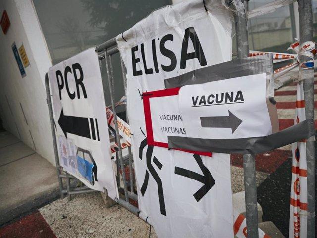 Archivo - Indicadores de vacunación y de realización de test antígenos y PCR de detección del COVID-19 en el Recinto ferial de Navarra (REFENA), Pamplona, Navarra (España), a 13 de enero de 2021.
