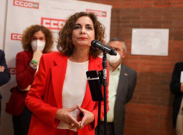 La ministra de Hacienda y portavoz del Gobierno, María Jesús Montero, en la inauguración de la sede de CCOO en Sevilla.