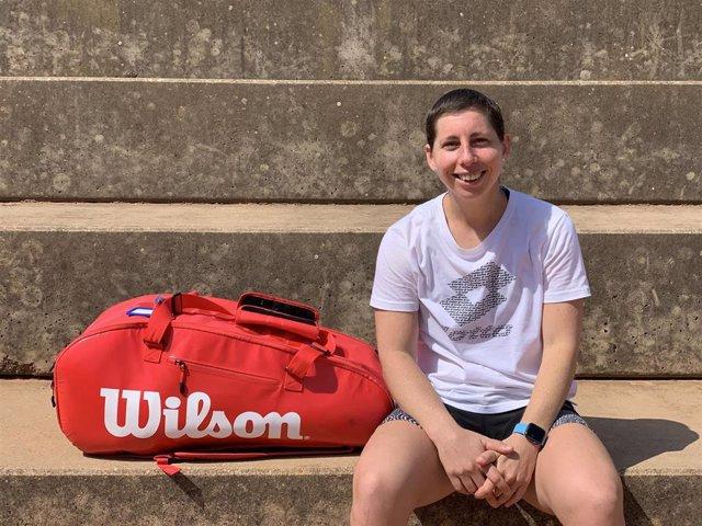 La tenista española Carla Suárez, en el tramo final de su lucha contra el linfoma de Hodgkin y entrenando para poder volver al circuito profesional WTA