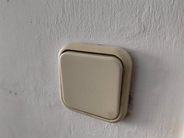 Archivo - Recursos de luz, consumo eléctrico en hogares, electricidad, interruptor, lámpara, IPC.