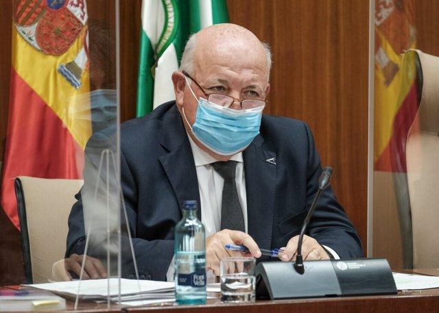 Archivo - El consejero de Salud, Jesús Aguirre, en comisión parlamentaria, foto de recurso
