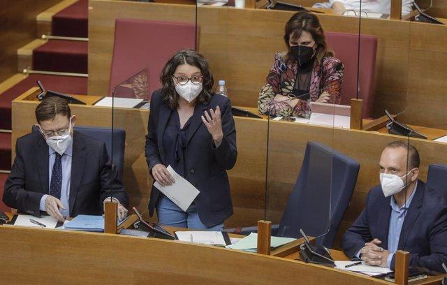 La vicepresidenta y Portavoz del Gobierno Valenciano, Mónica Oltra, interviene durante un pleno en las Cortes Valencianas, en el Palau de les Corts Valencianes, en Valencia, Comunidad Valenciana, (España), a 25 de marzo de 2021. Durante esta sesión ordina