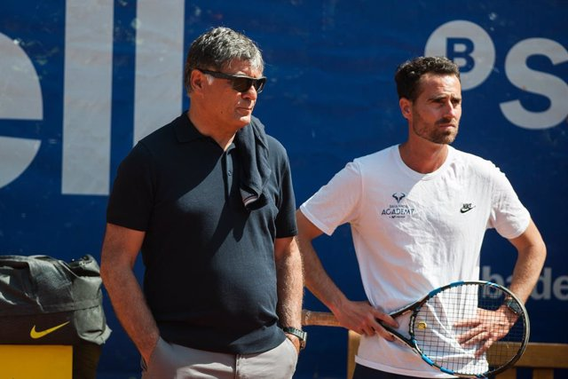 Archivo - 27 APRIL, SPAIN, BARCELONA Toni Nadal, ex coach of Rafa Nadal during the moorning training at Real Club de Tenis Barcelona