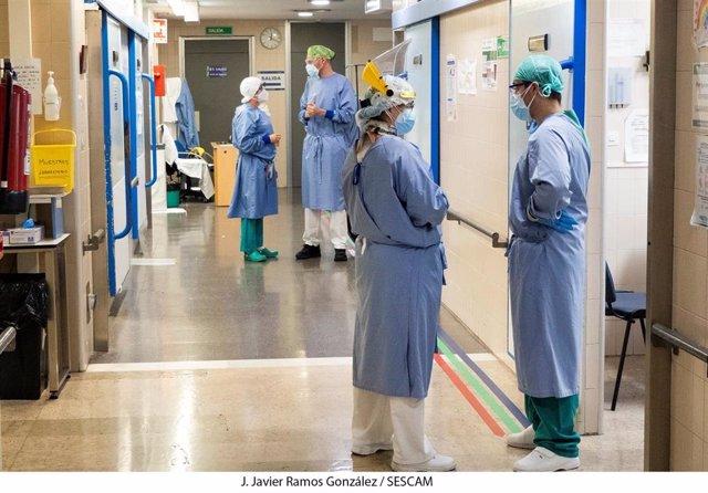 Archivo - Coronavirus. Hospital. Trabajadores sanitarios.