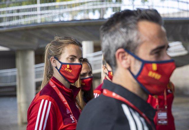 Archivo - La jugadora de la selección femenina de fúbol, Irene Paredes, durante un encuentro en la Nao Victoria para promocionar el partido que disputará el próximo viernes el equipo nacional contra la República Checa en el Estadio de La Cartuja. En Sevil