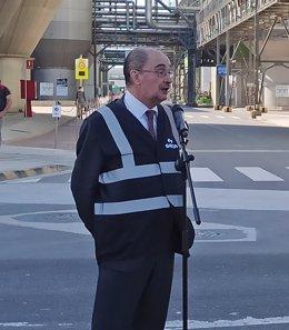 El presidente de Aragón, Javier Lambán, en la empresa Saica, en El Burgo de Ebro (Zaragoza).