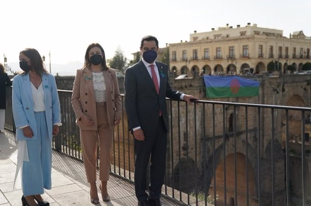 El presidente de la Junta, Juanma Moreno, en Ronda (Málaga) donde ha presidido ha presidido el acto por el Día Internacional del Pueblo Gitano
