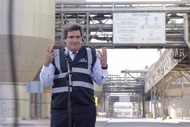 El ministro de Inclusión, Migraciones y Seguridad Social, José Luis Escrivá, en su visita a la empresa Saica.