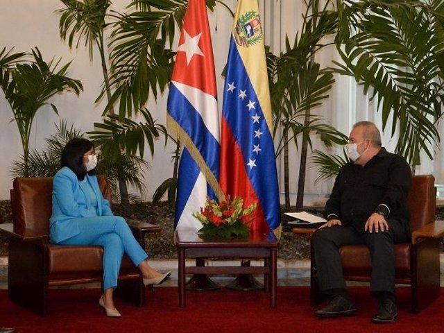 Archivo - La vicepresidenta de Venezuela, Delcy Rodríguez, y el primer ministro de Cuba, Manuel Marrero.