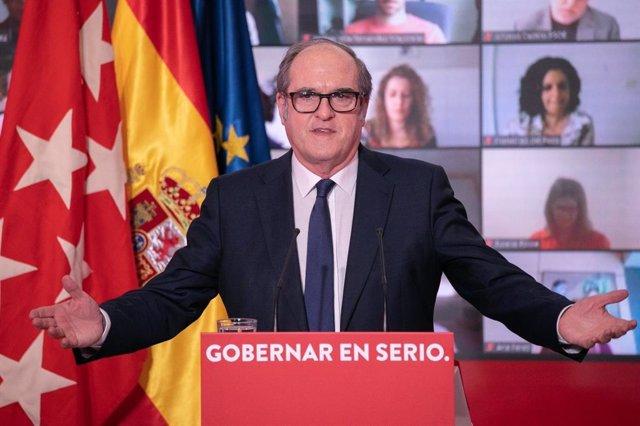 El candidato del PSOE a la Presidencia de la Comunidad de Madrid, Ángel Gabilondo, durante un encuentro virtual con alcaldes socialistas en la sede del PSOE, en Ferraz.