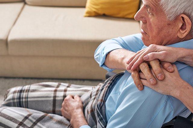 Archivo - Anciano, parkinson, mayores
