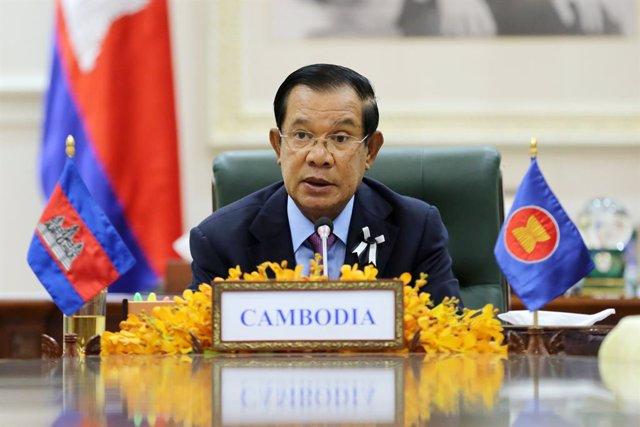 Archivo - El primer ministro de Camboya, Hun Sen