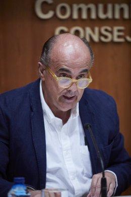 El viceconsejero de Salud Pública y Plan COVID-19 de la Comunidad de Madrid, Antonio Zapatero, durante una rueda de prensa convocada ante los medios, en Madrid, (España), a 18 de marzo de 2021.